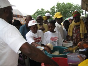 Volunteers giving food to the people,